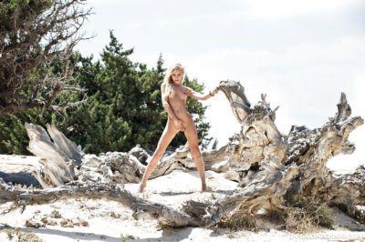 Blonde Katia Dede demonstrates her stunning-looking naked body - part 2