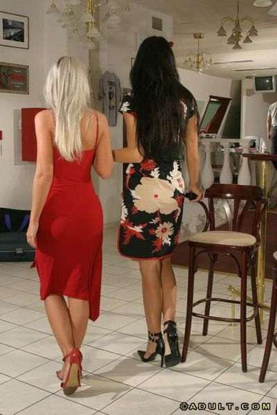Luscious blonde and brunette sluts have a threesome with a lucky lad