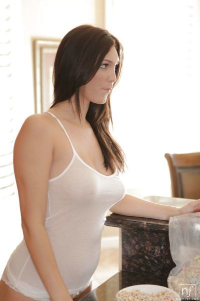 Hot brunette Holly Michaels finds perfect spot for two finger dance