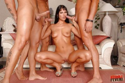 Beautiful Simony Diamond has a threesome to get her asshole stretched