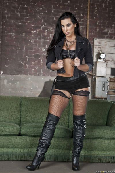 Smoking hot latina babe Brianna Jordan stripping off her clothes