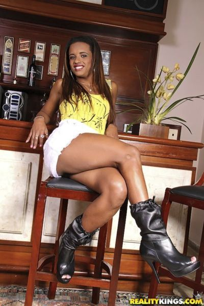 Slim latina babe Cris Lira stripping and exposing her ample ass